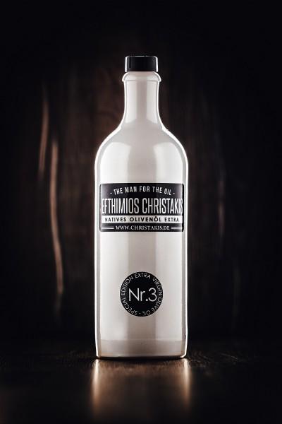 Nr. 3 Natives Olivenöl extra 750 ml in weißer Keramik Flasche